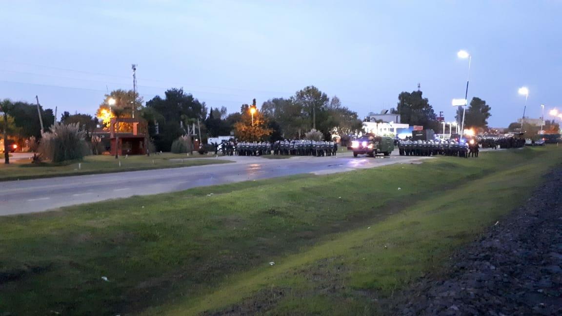 Gendarmería irrumpió en Cresta Roja con gases y balas de goma