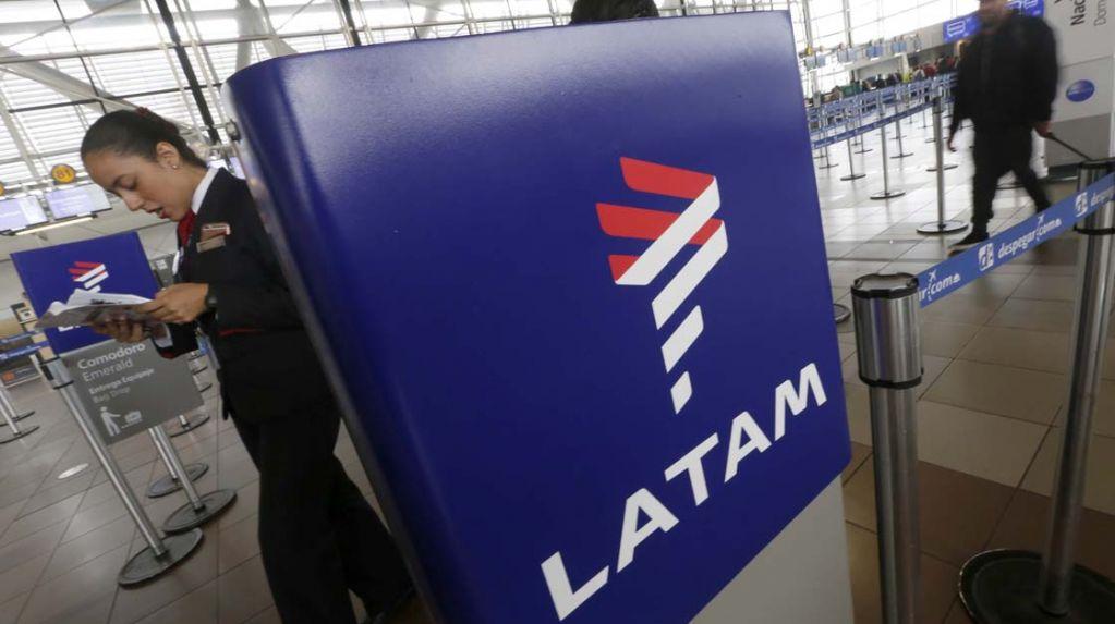 Por paro de gremios aeronáuticos, cancelaron vuelos de LATAM