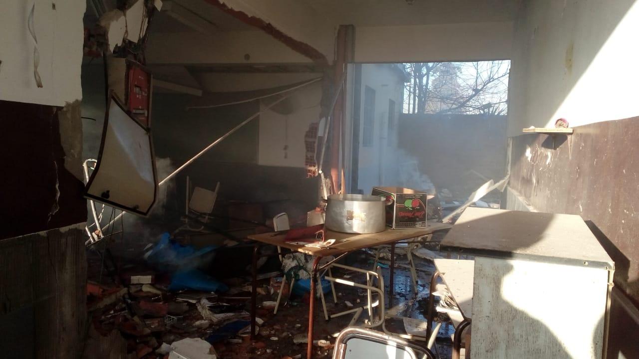Encontraron una hornalla encendida en la escuela que explotó en Moreno