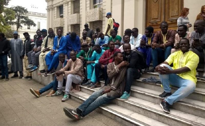 """Basta de persecución, no somos una mafia"""": el reclamo de los senegaleses en  La Plata"""