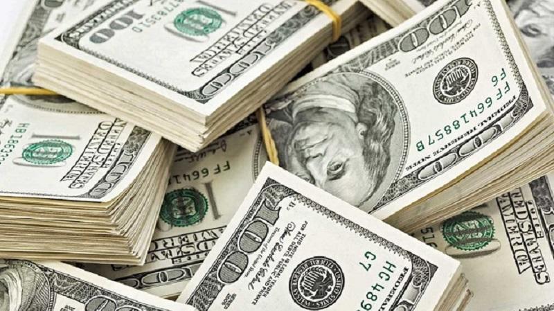 El dólar cayó 13 centavos a $ 38,62 (el BCRA subió la tasa)
