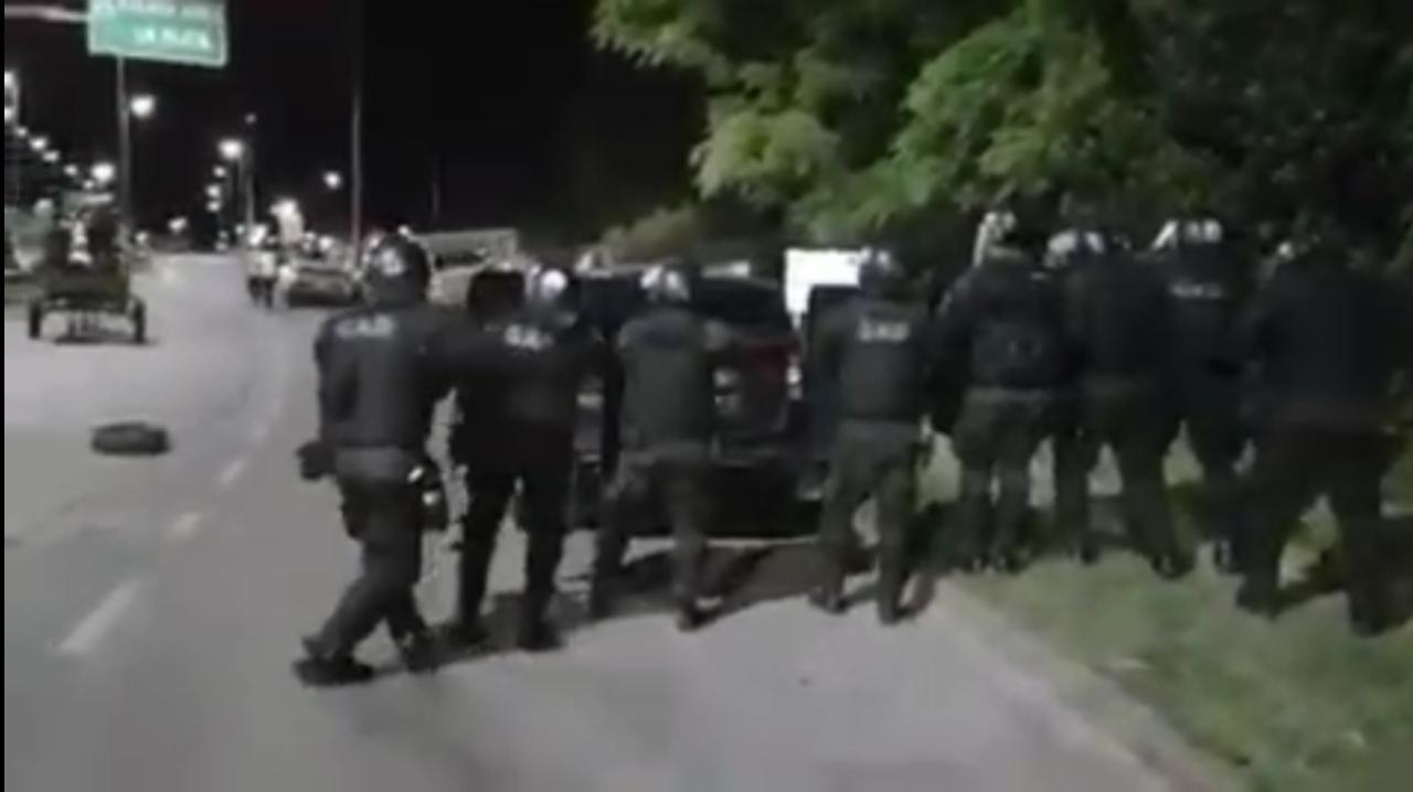 Quilmes: La bonaerense reprimió a vecinos que protestaban por falta de luz - La Izquierda Diario