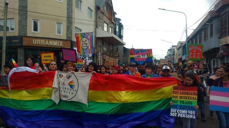 Ushuaia: una gran Marcha del Orgullo exigió por el cupo laboral trans - La Izquierda Diario