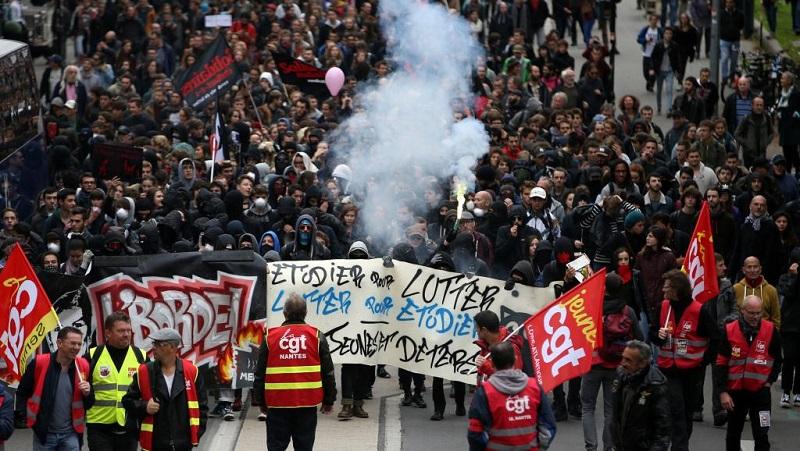 Francia se paraliza por la mayor huelga general en décadas