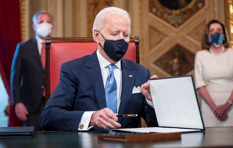Las 17 medidas aprobadas por Biden a horas de asumir la presidencia
