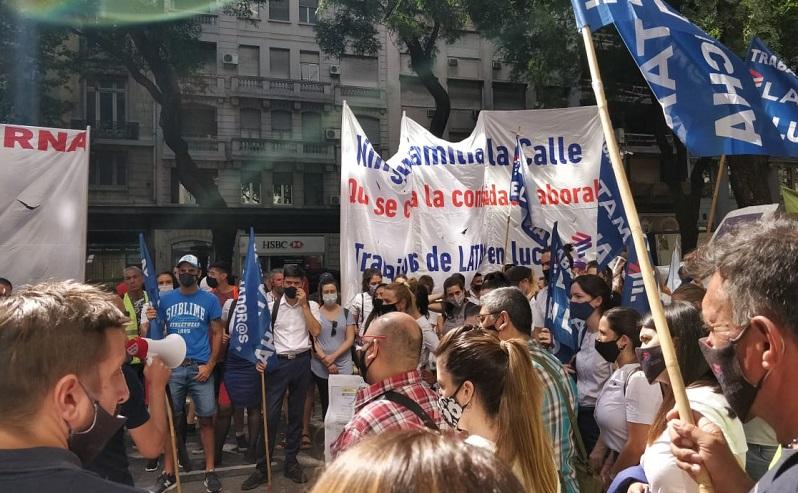 Trabajadores de Latam marchan a La Rosada: Exigen al presidente que cumpla con sus compromisos