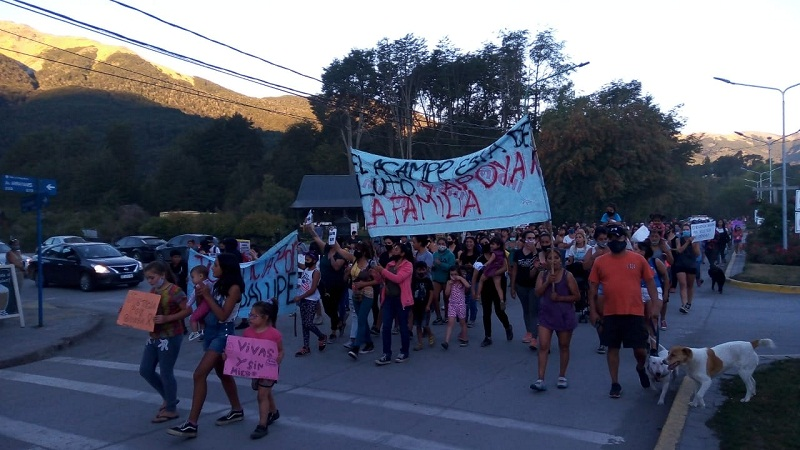 Comenzó la movilización en Villa la Angostura por #JusticiaPorGuadalupe