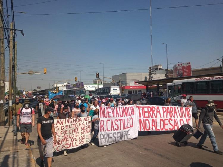 Vecinos de barrios ocupados se movilizaron al municipio de La Matanza