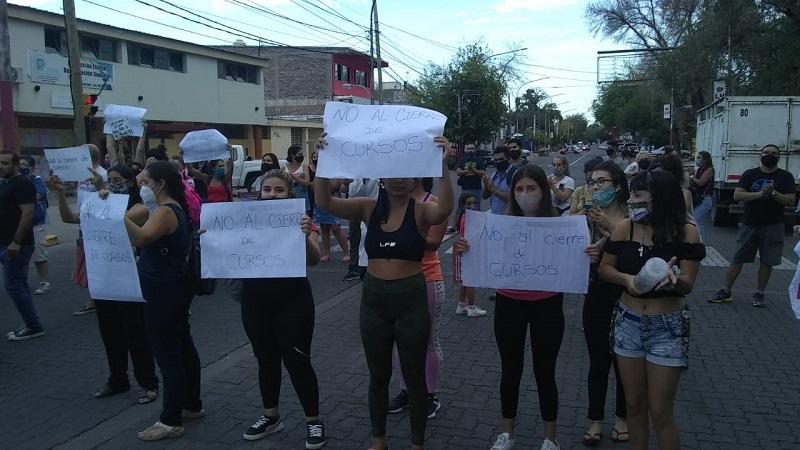 Mendoza: denuncian el cierre de cursos en la escuela Molinero Tejeda de Las Heras
