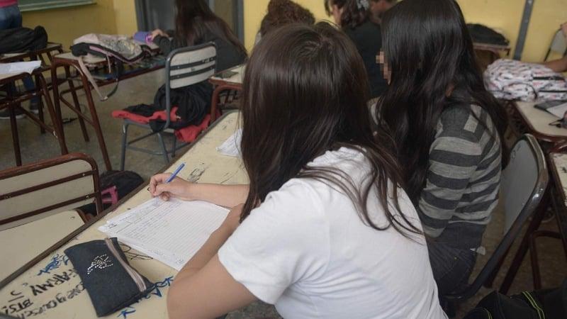 Berisso: estudiantes denuncian que su escuela tiene dos aulas para 120 alumnos