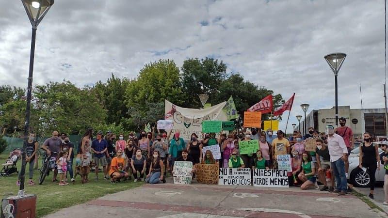 En contra de la privatización de espacios verdes en el centro de Berisso