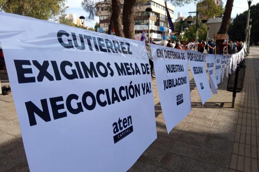 Neuquén: asambleas docentes ratifican el paro