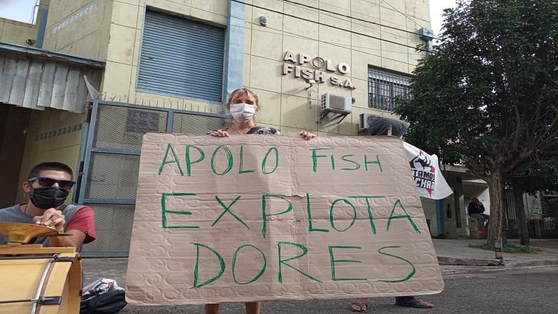 """Protesta en Apolo Fish: """"Somos todas mujeres sostenes de hogar y nos dejaron sin trabajo"""""""