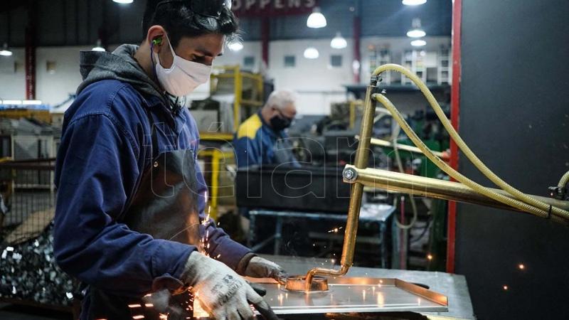 Efecto rebote: la industria creció 1,7 % en enero y construcción 4,4 % respecto a diciembre