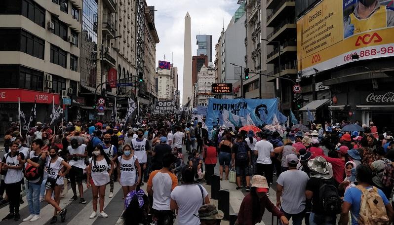 Organizaciones sociales marcharon al Obelisco: exigieron salario, vivienda y vacunas para todos