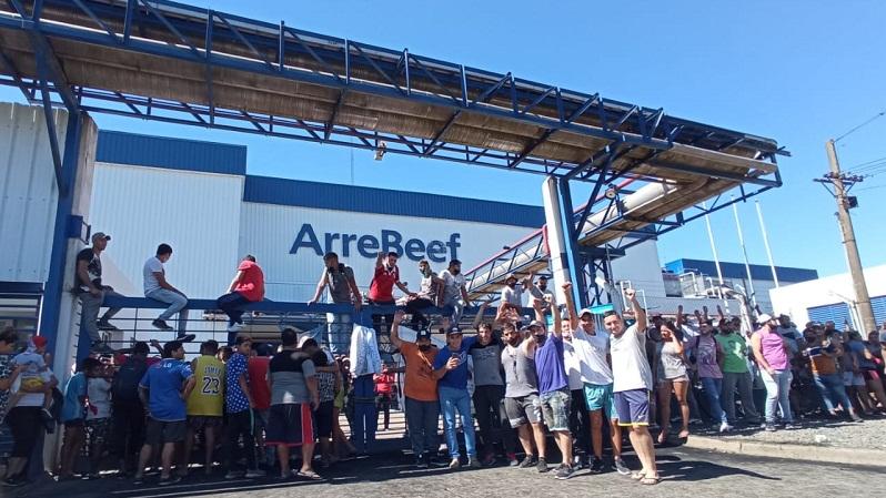 ArreBeef: bronca por fuertes descuentos que hizo la empresa en los sueldos