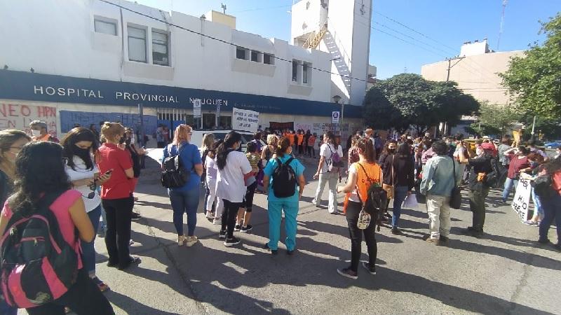 Trabajadoras de Salud de Neuquén arrancaron el 8M con paro y acciones en los hospitales