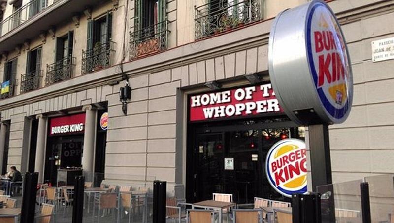 """Provocación de Burger King en el 8M: """"Las mujeres pertenecen a la cocina"""""""