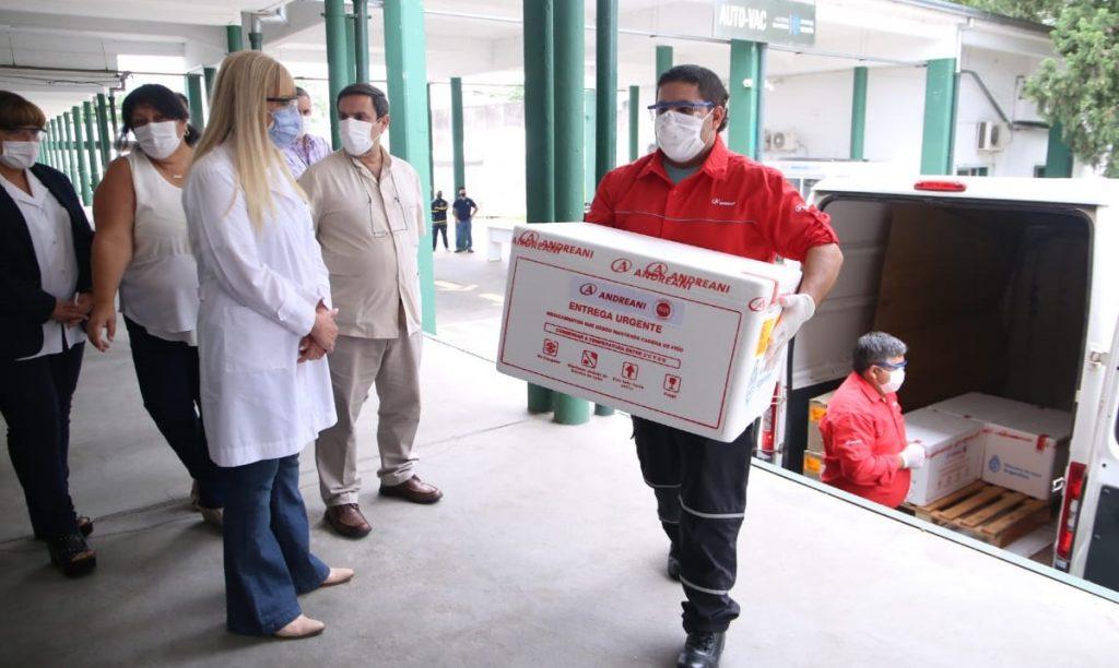 Denuncian que delegados comunales de Tucumán se vacunaron como si fueran mayores de 60 años