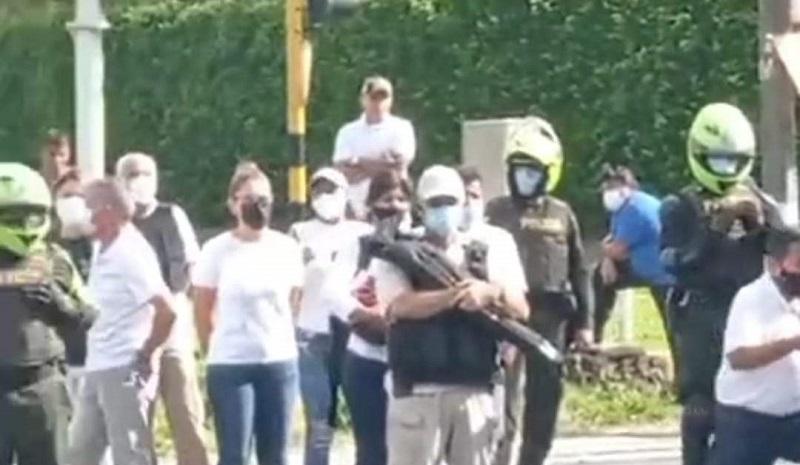 Minga indígena es atacada a balzos en Cali por civiles y policías