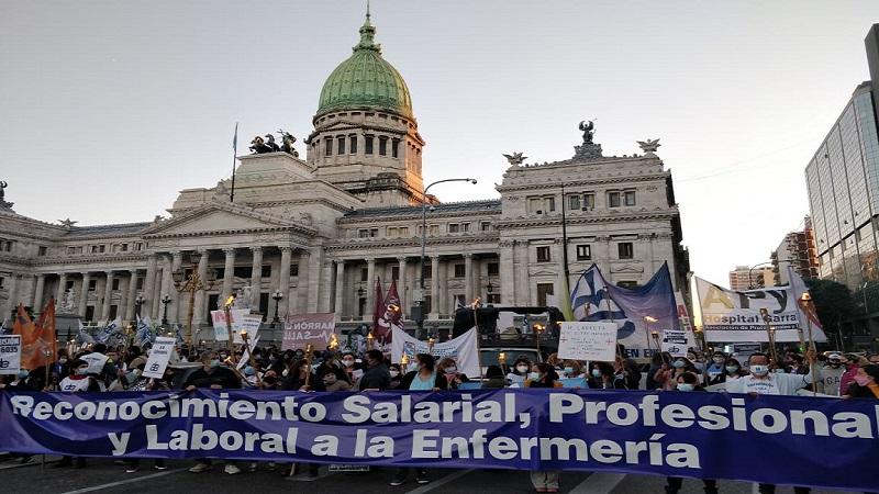 Marcha en el Día Internacional de la Enfermería