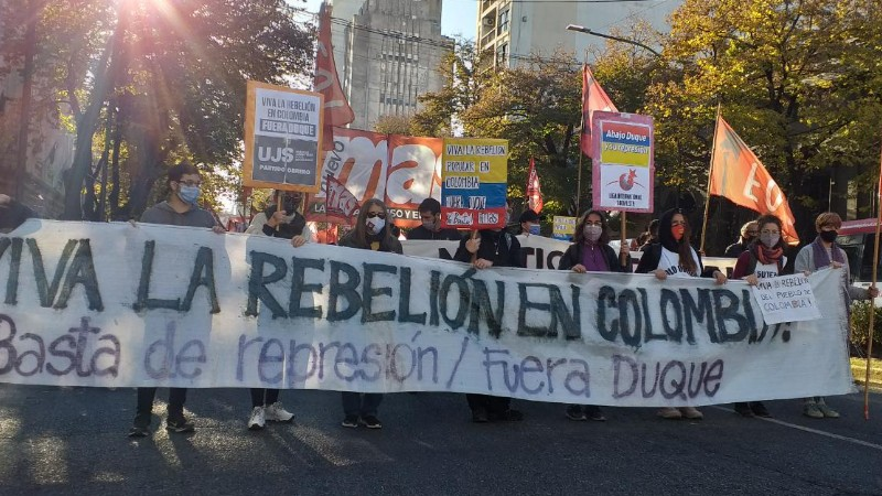 Movilización en La Plata en apoyo a la rebelión colombiana