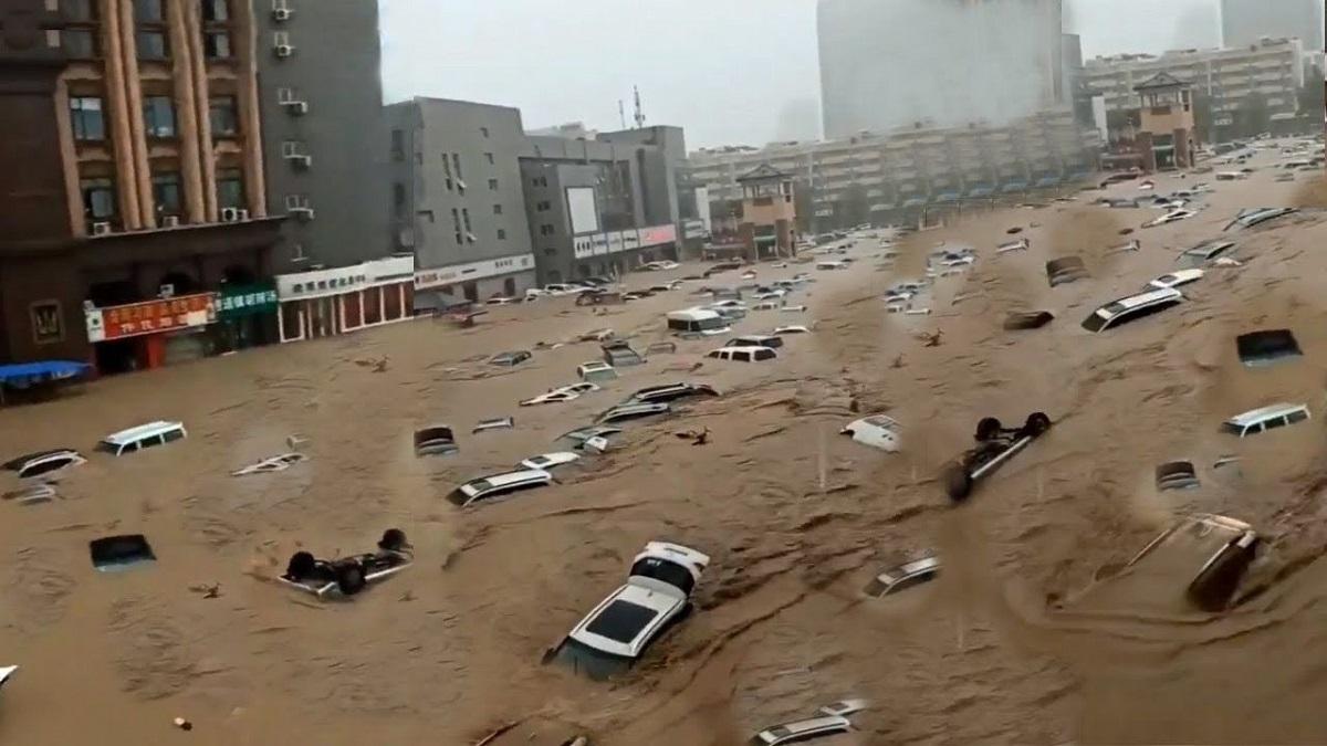 Cambio climático. China: pasajeros del metro quedaron atrapados por las  inundaciones