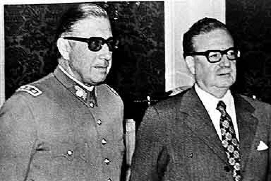 Resultado de imagen para Fotos del golpe de Estado contra Salvador Allende