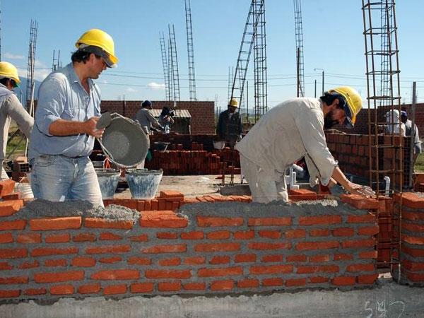 Obras p blicas treinta mil puestos de trabajo menos en la Modelo de viviendas para construir