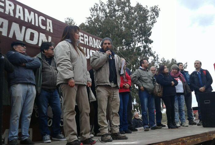 Comenz acto del 1 de mayo en las puertas de zanon for El ceramista cordoba