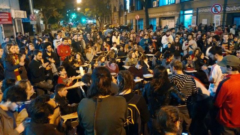 Clases públicas, movilización y paro por el conflicto en...