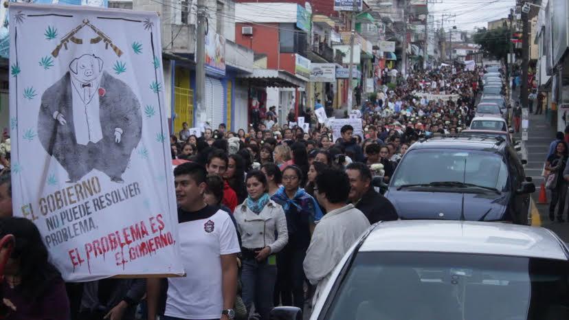 Estudiantes universitarios de xalapa en solidaridad con for Universidades en xalapa