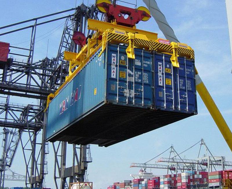 Cayó en septiembre el comercio exterior pero hubo superávit