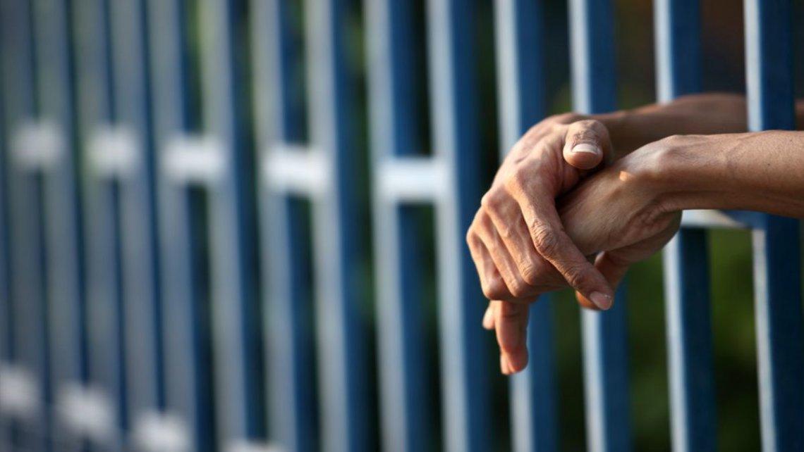 Mató a su pareja durante una visita en la cárcel