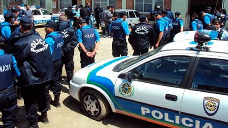 trelew: otra vez la policía del chubut acusada de feroz golpiza a