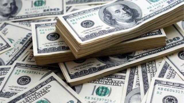Fuerte caída del dólar, que cerró a 15,69 pesos