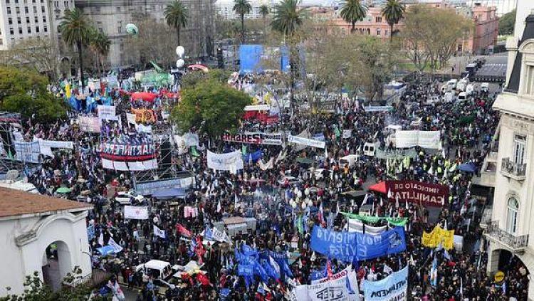Marchacgt comienzan a llegar las columnas al microcentro for Chimentos de hoy en argentina