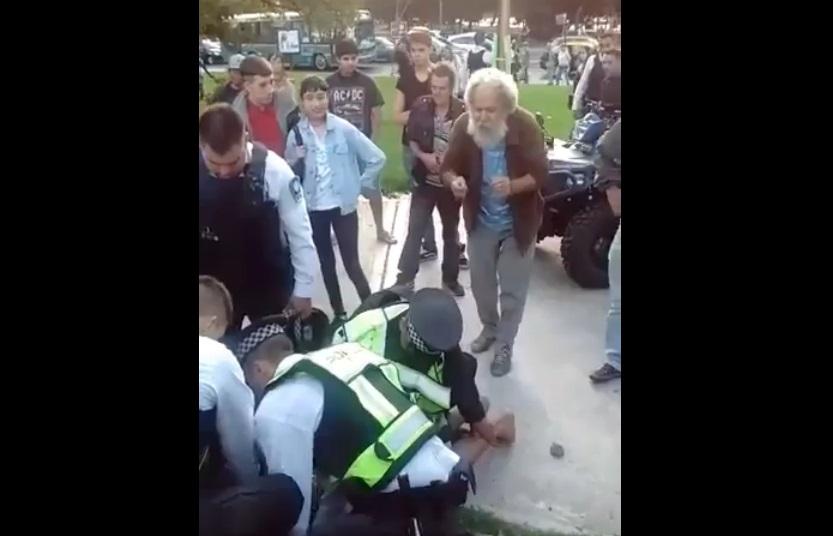 policía de fumar