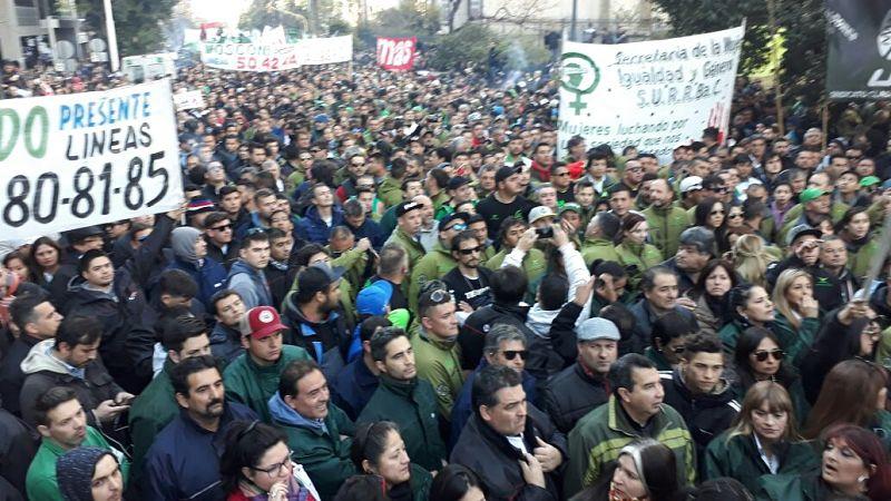 Aprueban una ley que prohíbe los paros de transporte — Córdoba