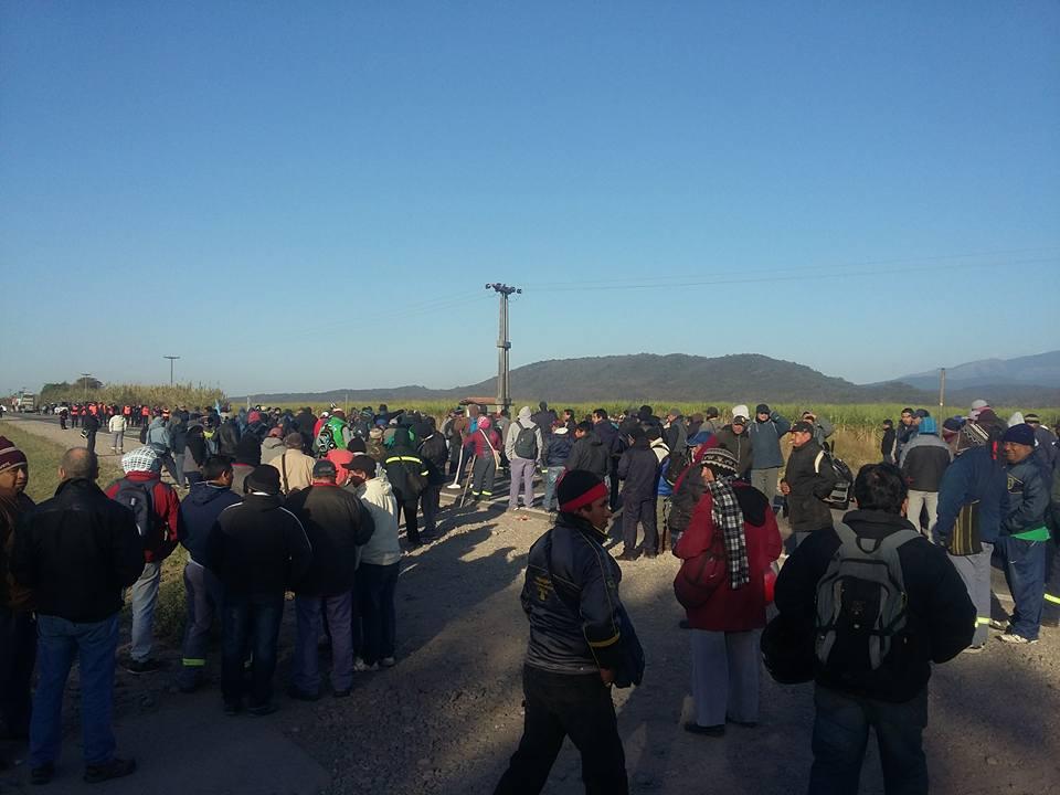Mientras Macri hace campaña, trabajadores denuncian despidos y cortan rutas — Jujuy