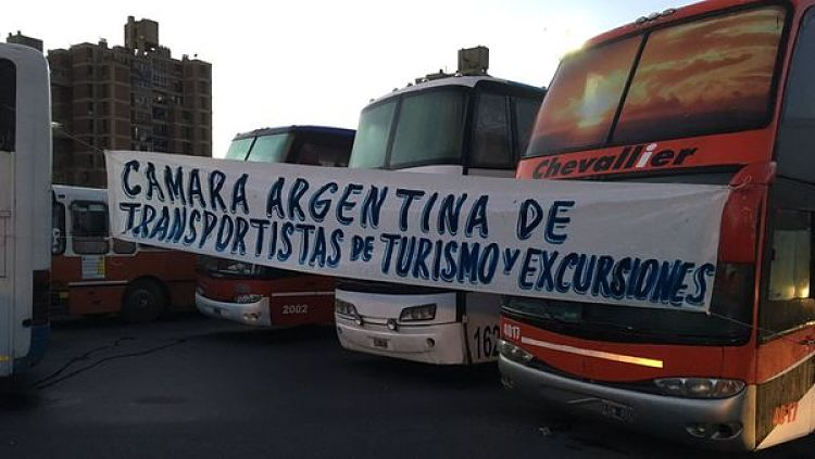 Protesta de micros: Corte en Autopista Buenos Aires - La Plata