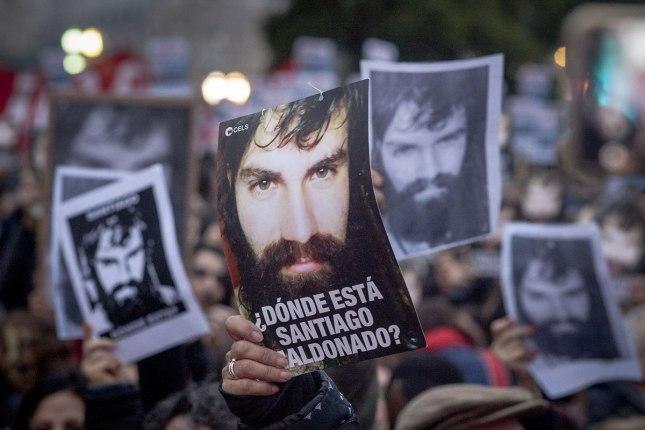 Se cumple un mes de la desaparición del joven argentino Santiago Maldonado