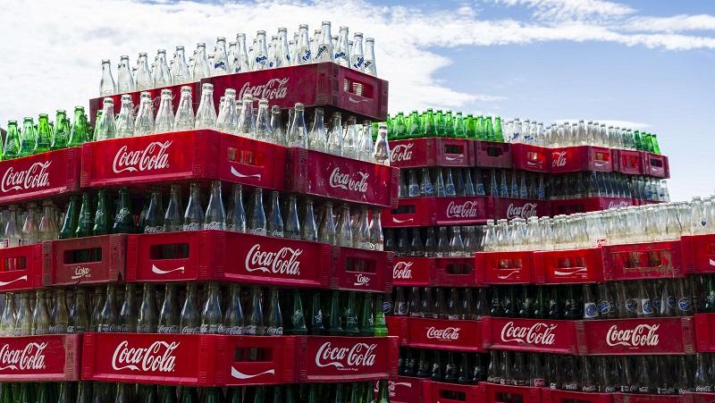 Coca Cola analiza suspender millonaria inversión en Argentina
