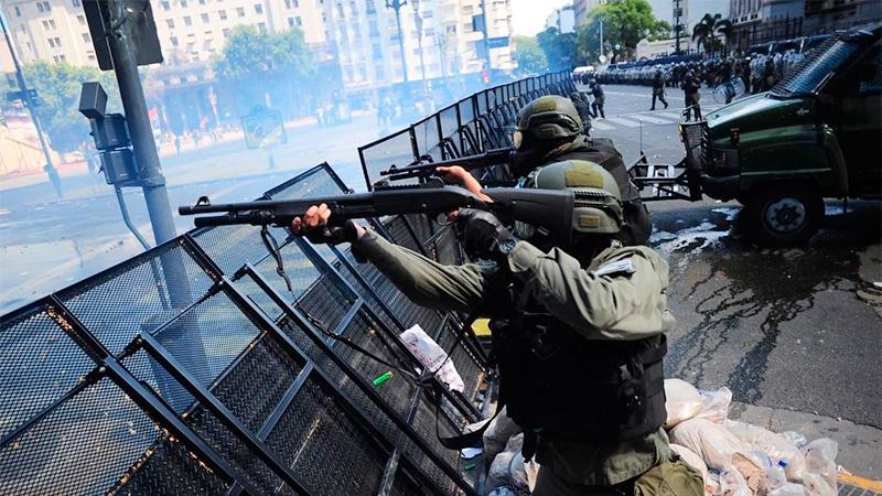 Desplazan a Gendarmería y el lunes habrá policías porteños
