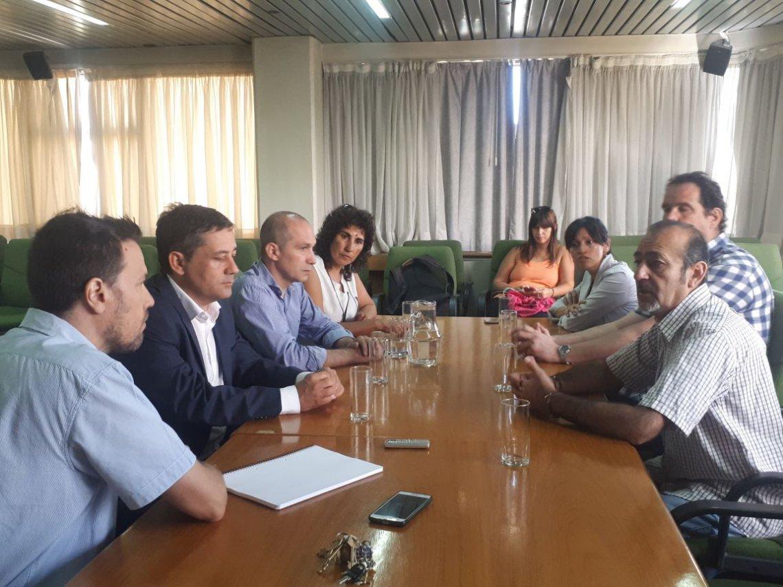 Conflicto de mam diputados fueron recibidos en el for Ministerio de produccion