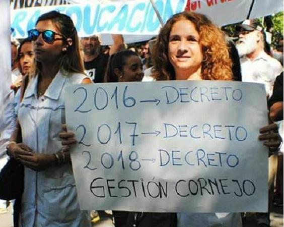 Cornejo aumentó a los docentes por decreto — Oficial