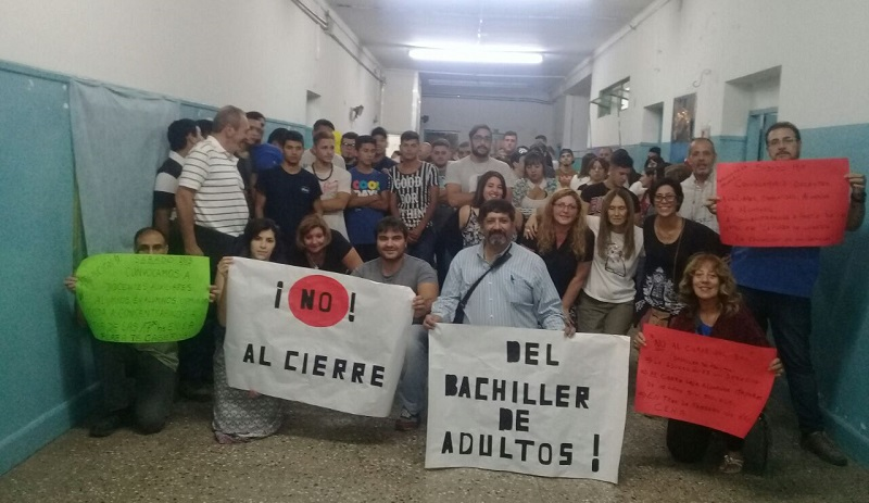Alarma en los gremios docentes por cierre de bachilleres de adultos