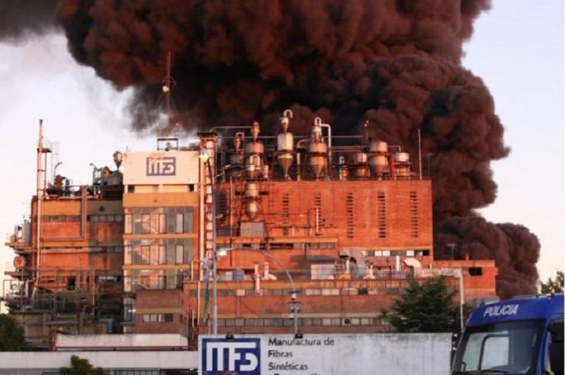 Impresionante incendio en una fábrica textil de las afueras de La Plata