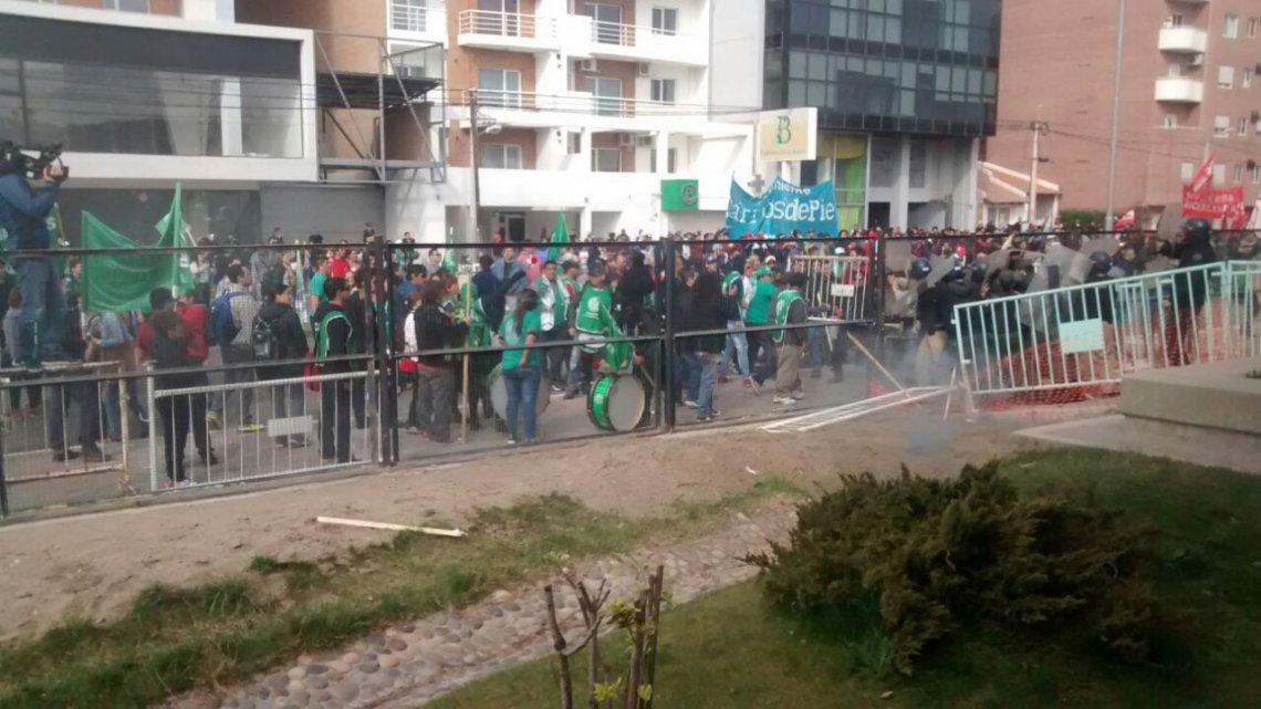 Se suspendió la audiencia pública en Neuquén por incidentes — Tarifas