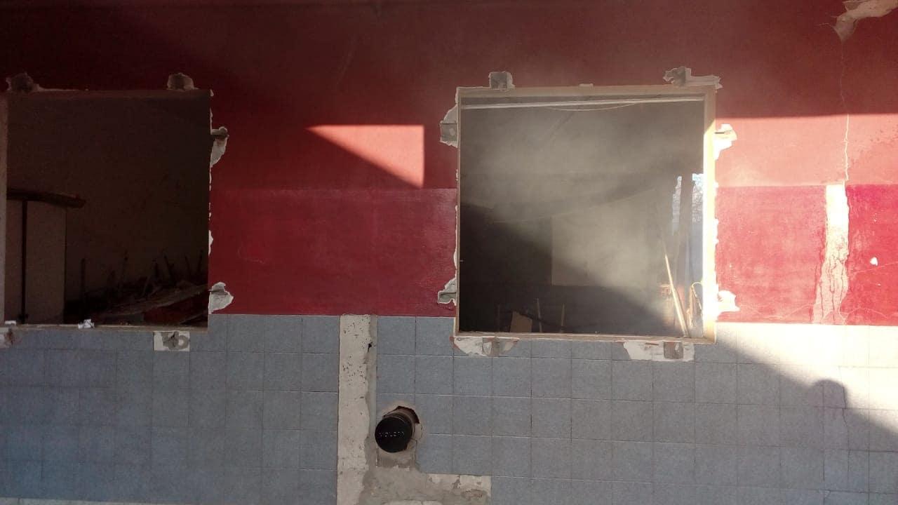 País: Explotó una estufa en una escuela y murieron dos personas